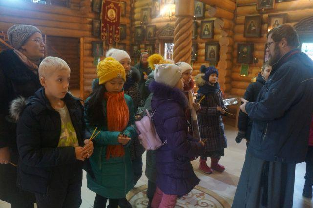 Ребята из школы № 1534 осмотрели храм Всех Преподобных Отцев Киево-Печерских