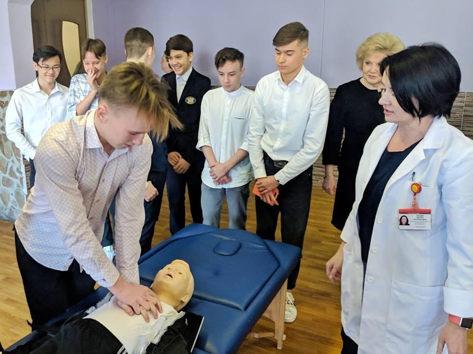 Специалисты больницы им. В.В. Виноградова научат школьников приемам оказания первой помощи