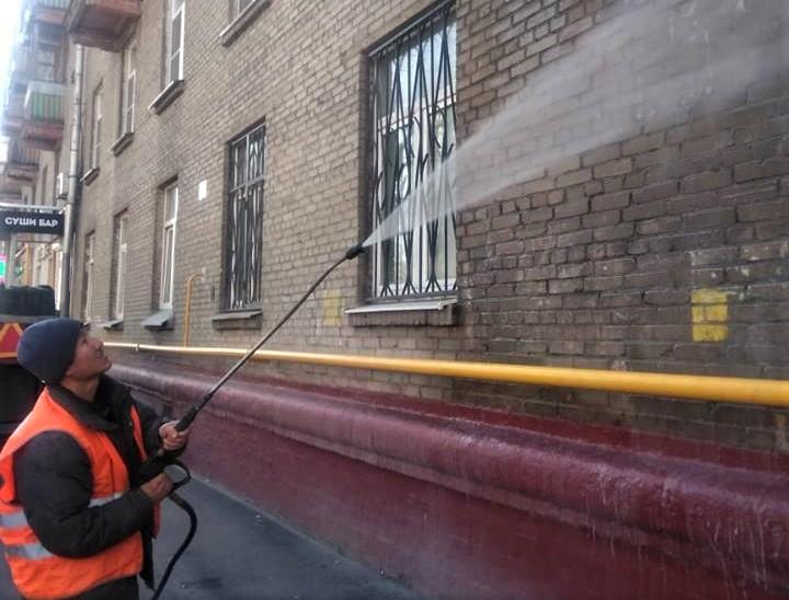 В Академическом районе приступили к промывке зданий