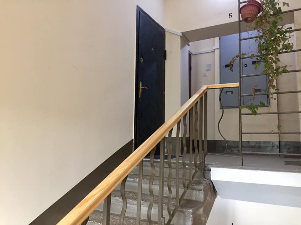 Пример хорошего ремонта подъездов в пятиэтажном доме. В доме по Черемушкинскому проезду, 3 завершен ремонт подъезда