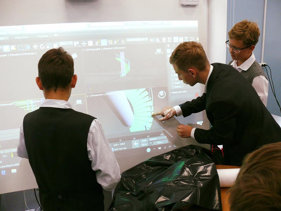 В школе № 45 им. Л.И. Мильграма стартуют занятия в IT кружках