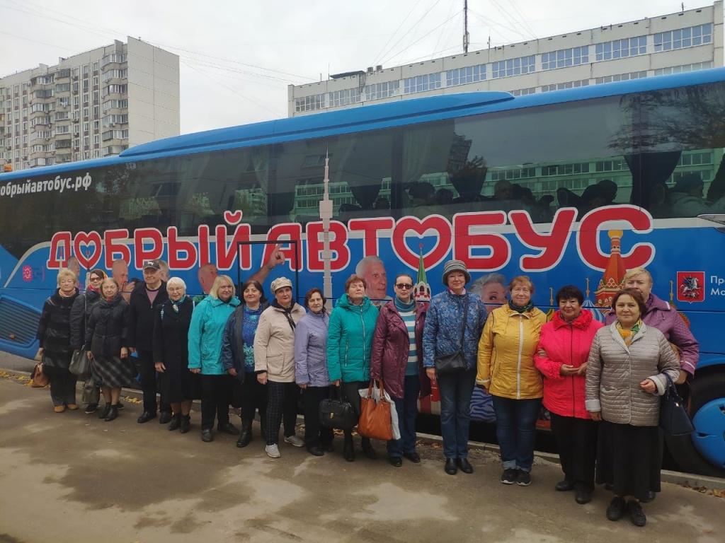 Долголеты из Академического района побывали на экскурсии по Москве