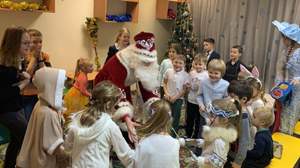 В центре «Орион» подарили ребятам новогоднюю сказку