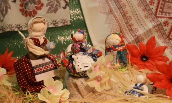 Центр «Академический» предлагает посетить виртуальную выставку кукол