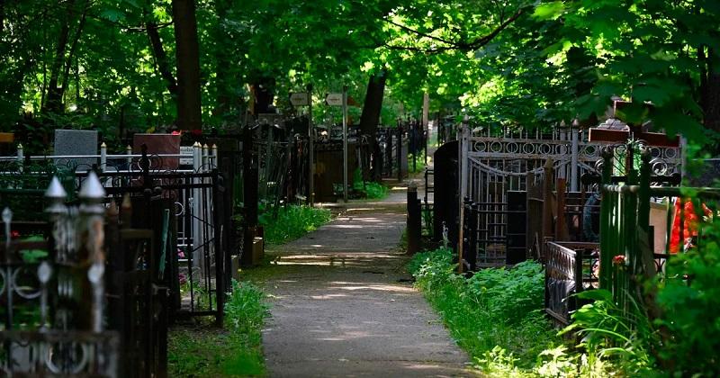 Городские кладбища закрыты для посещений