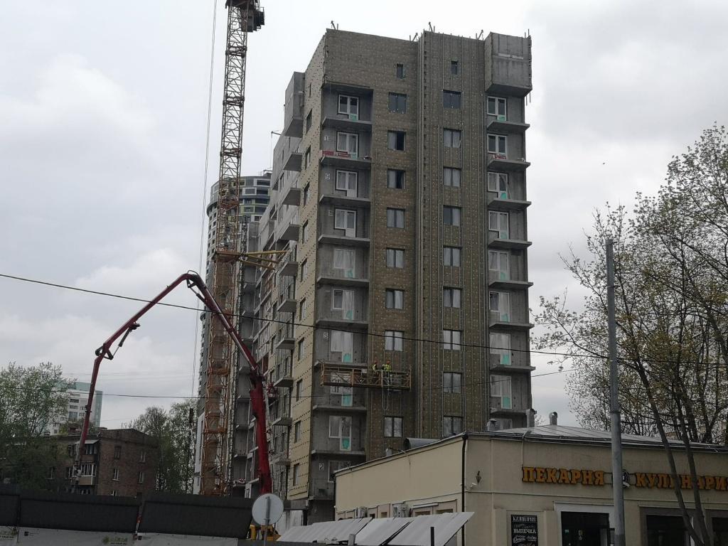 Возобновлено строительство дома на улице Шверника по программе реновации