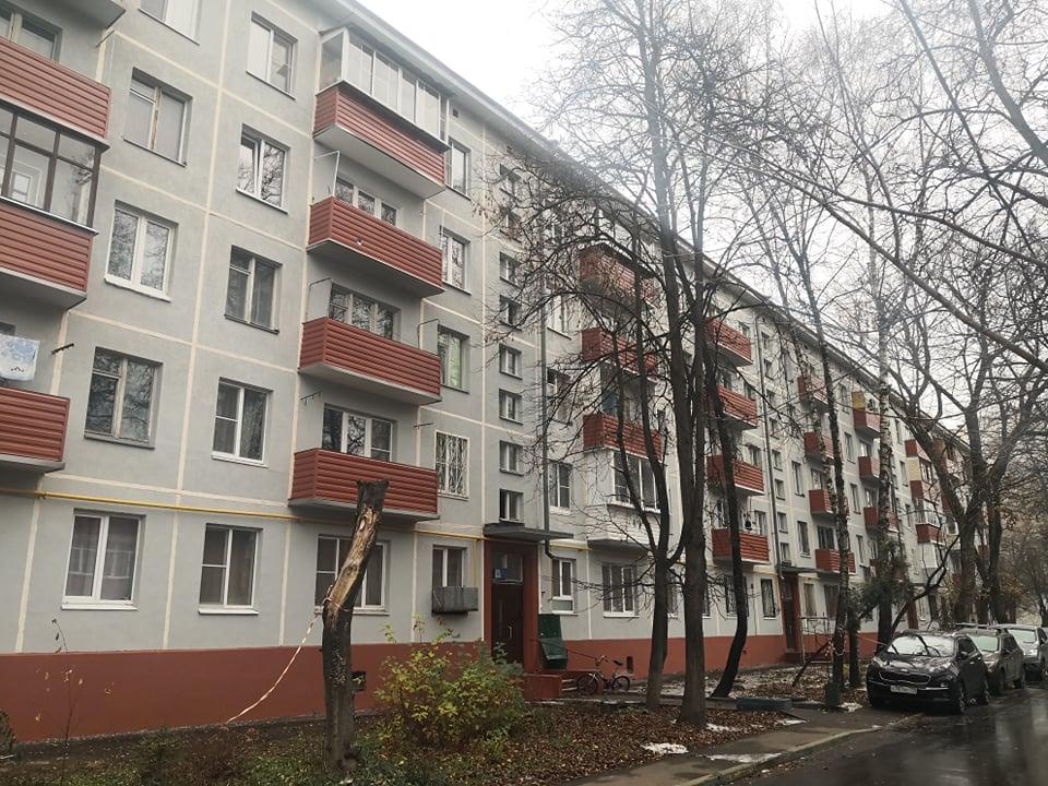 В доме на Новочеремушкинской отремонтировали фасад и инженерные коммуникации